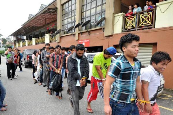 কুয়ালালামপুরে  ৬০ বাংলাদেশি আটক
