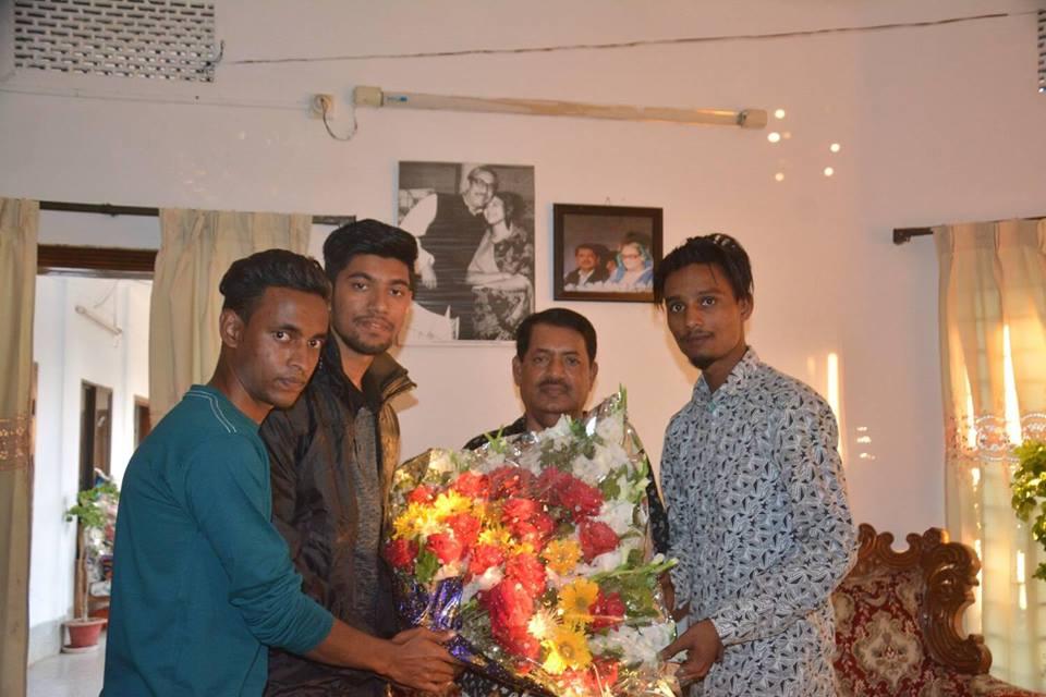 নুরুল হুদা মুকুটকে জগন্নাথপুর ছাত্রলীগ নেতৃবৃন্দের ফুলেল শুভেচ্ছা