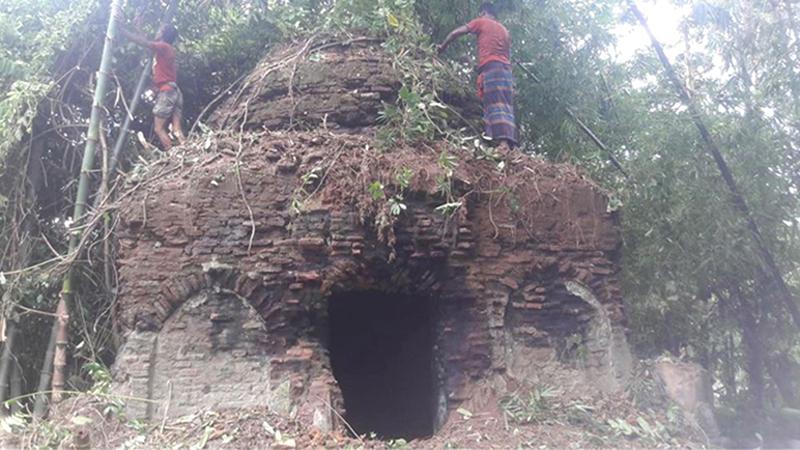 চাঁদপুরের জঙ্গলে ৩০০ বছরের পুরনো মসজিদ!