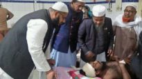 ইজতেমা মাঠে আহত মুফতী আমিনুল ইসলামের পাশে শাহীনূর পাশা চৌধুরী