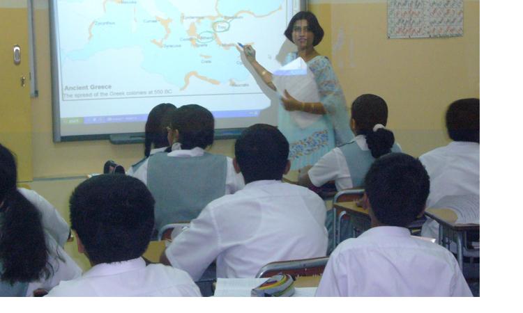 'প্রেম রুখতে' স্কুলে ছাত্র-ছাত্রী আলাদা ক্লাস!