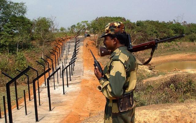 বাংলাদেশিকে ধরে নিয়ে গেছে ভারতীয় বাহিনী বিএসএফ