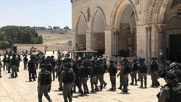 আল-আকসায় ঢুকে পড়েছেন শত শত কট্টরপন্থী ইহুদি