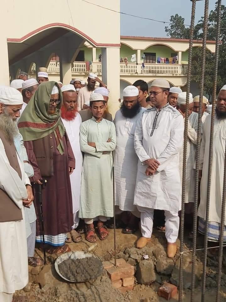মোহনগঞ্জে দ্বারুল কুরআন মাদরাসার মসজিদ নির্মাণকাজের উদ্বোধন