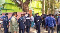 শহর জুড়ে দোকানপাট বন্ধ রাখতে অভিযানে নেমেছে শ্রীমঙ্গল থানা পুলিশ