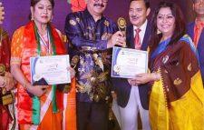 কণ্ঠ শিল্পী হোমায়রা বশির কে স্পেশাল কন্ট্রিবিউশন মিউজিক অ্যাওয়ার্ড প্রদান